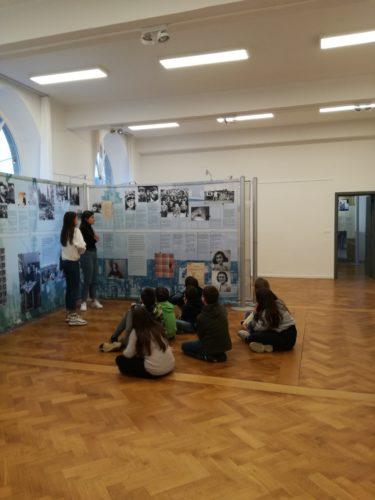 Les élèves de P5-P6 visitent l'Exposition sur Anne Franck à l'Ancien Palais de Justice d'Arlon